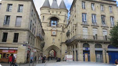 Porte Dijeaux et place Gambetta de Bordeaux