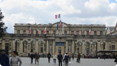 Palais Rohan et place Pey Berland