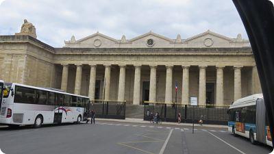 Place de la république avec palais de justice