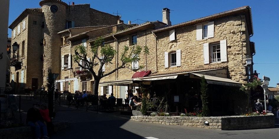 Village pittoresque à proximité d'Orange