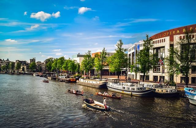 Amsterdam : Aux Pays-Bas ou en Hollande ?