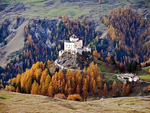 Le château de Tarasp , Suisse
