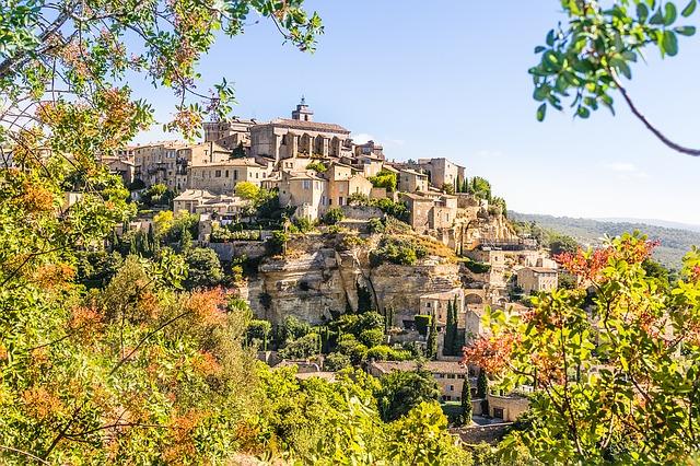 Le plus beau village perché de Provence : Gordes (ses secrets)
