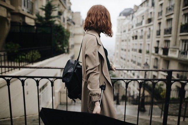 Femme Seule : Comment Voyager à Paris en Sécurité