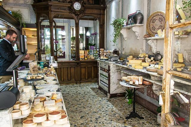 Qu'il soit de vache, de chèvre ou de brebis, les Français en sont toujours friands : le fromage occupe encore une place de choix sur nos tables.