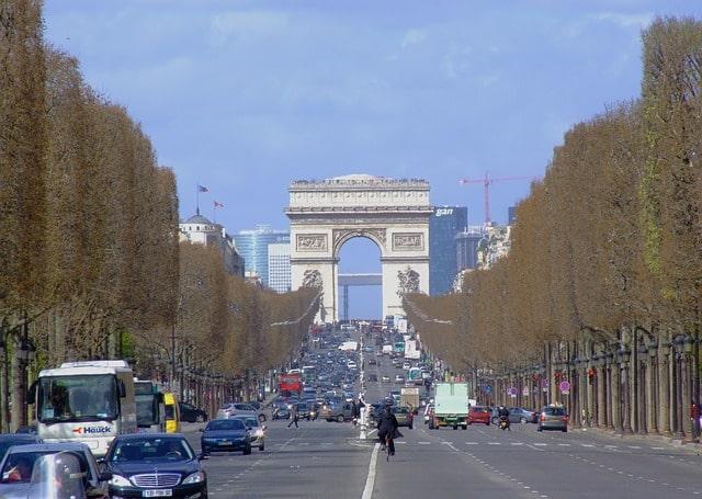 L'avenue des Champs-Élysées (souvent abrégé les Champs-Élysées, parfois les Champs) est une voie de Paris. Longue de près de deux kilomètres