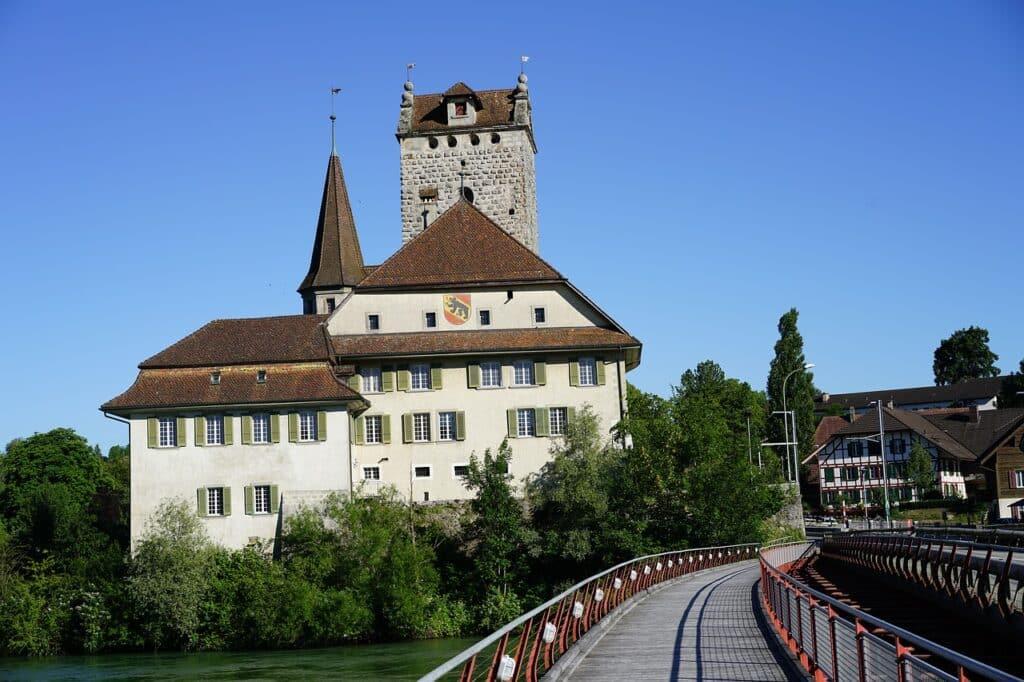 châteaux de Suisse