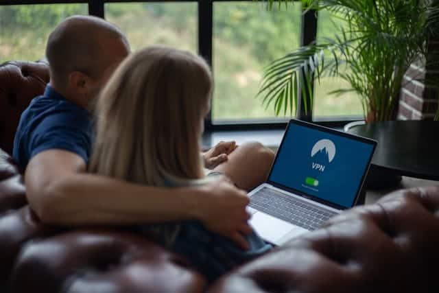 Vous ne Devriez pas Utiliser le wifi de votre Airbnb